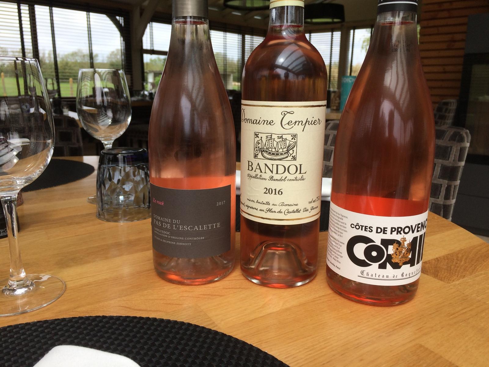 Des vins soigneusement sélectionnés pour un repas haut en couleur